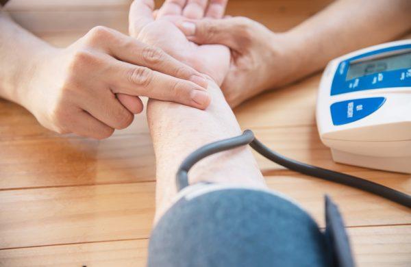 O que é hipertensão: descubra as causas e como essa doença funciona