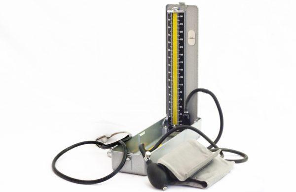 Como calibrar aparelho de pressão digital?