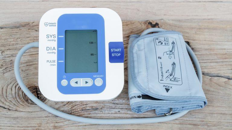 aparelho de pressão digital de braço automático
