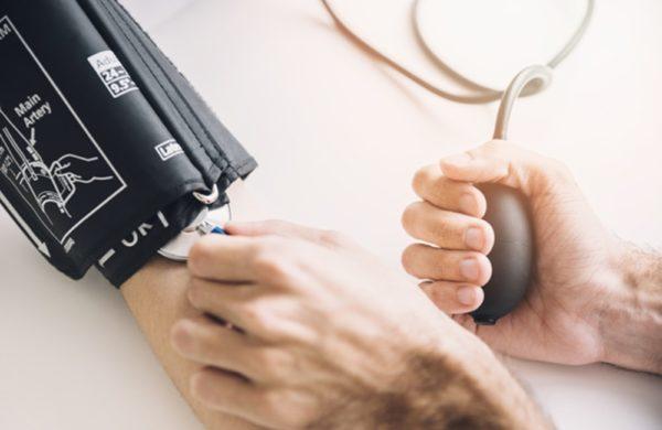 Aparelho de pressão manual: como usar o esfigmomanômetro?